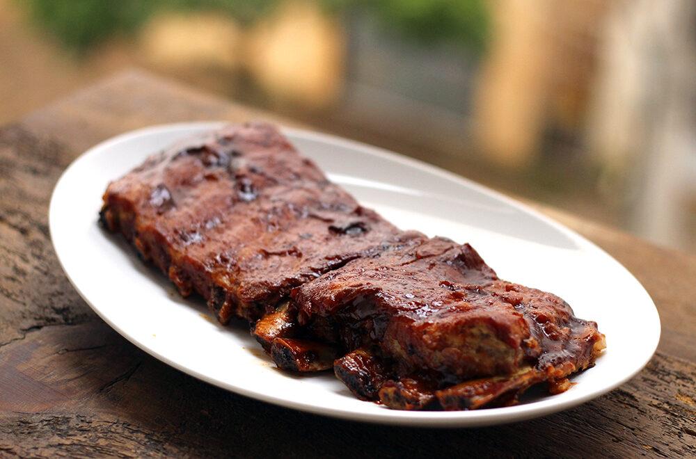 Costelinha suína ao molho barbecue
