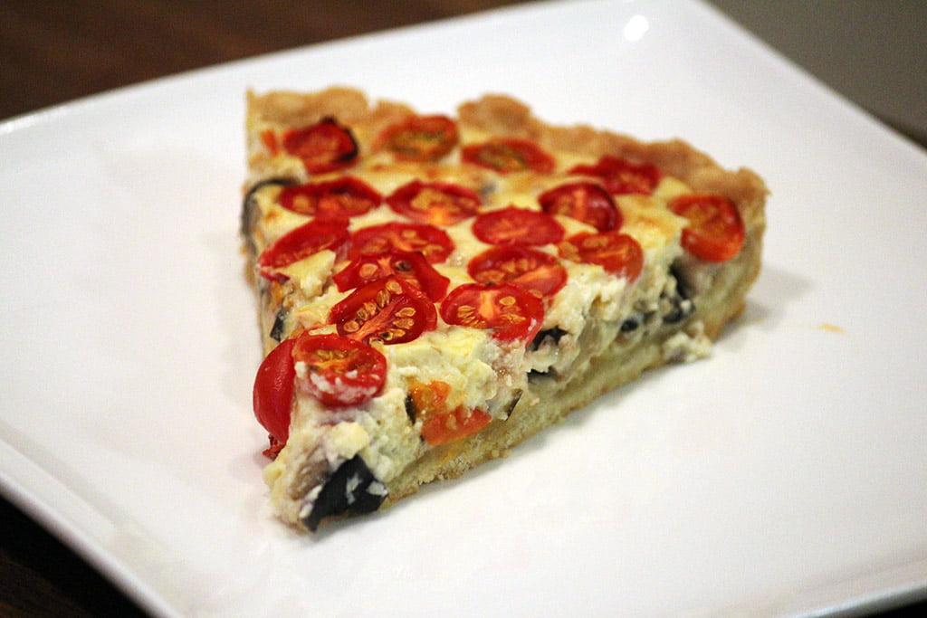 Torta de tomate cereja com berinjela