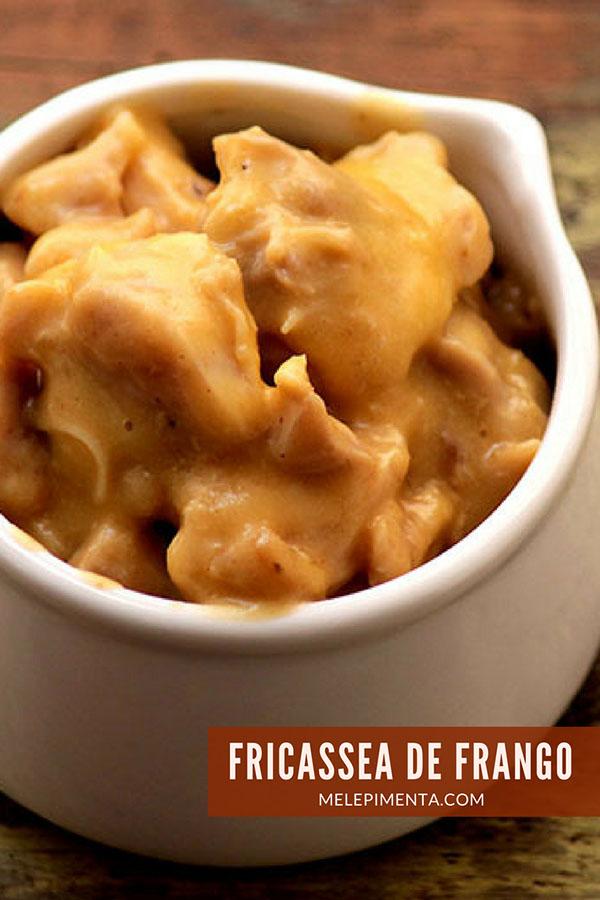 Fricassea de frango - Uma receita feita com peito de frango, de um jeito diferente e delicioso. Esse fricassea é feito com gemas e limão que dão cremosidade ao prato. Prepare essa receita na sua casa.