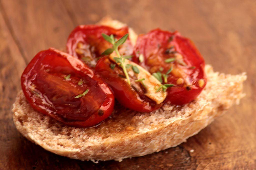 Confit de tomate cereja feito no forno