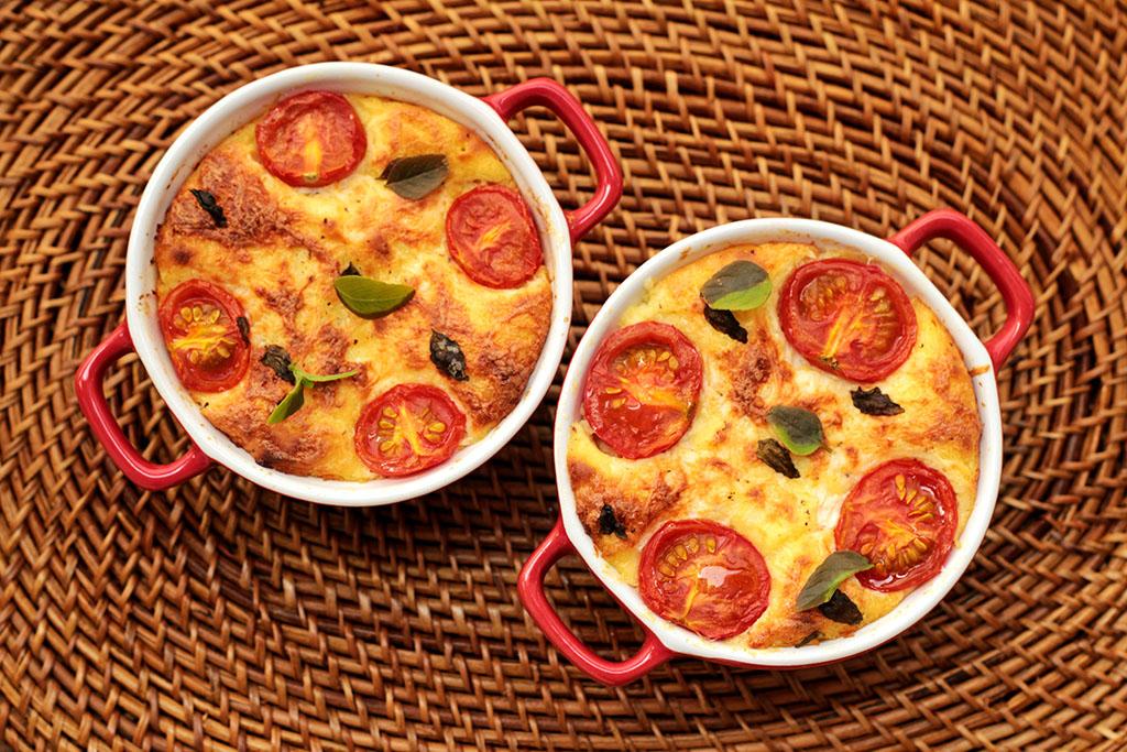 Torta salgada de batata-doce e tomate-cereja
