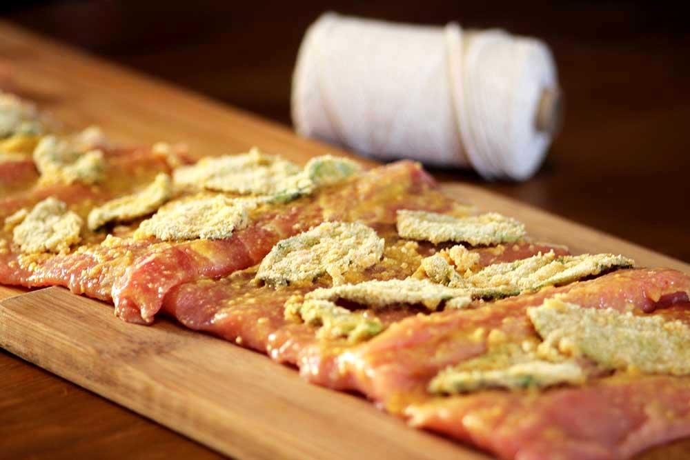 Lombo suíno recheado com sálvia empanada