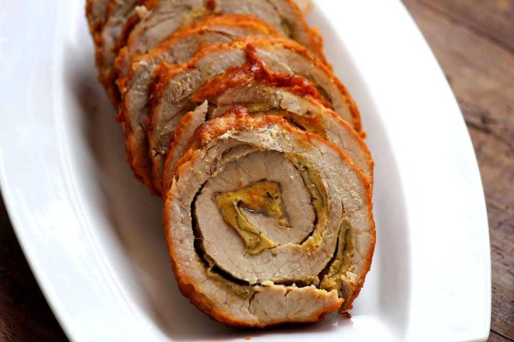 Lombo suíno recheado com sálvia empanada Receitas para a Ceia de Natal econômica