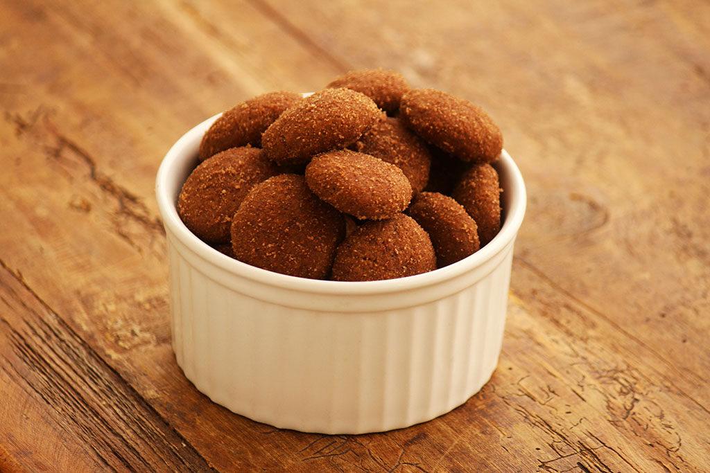 Biscoito integral de canela e chocolate