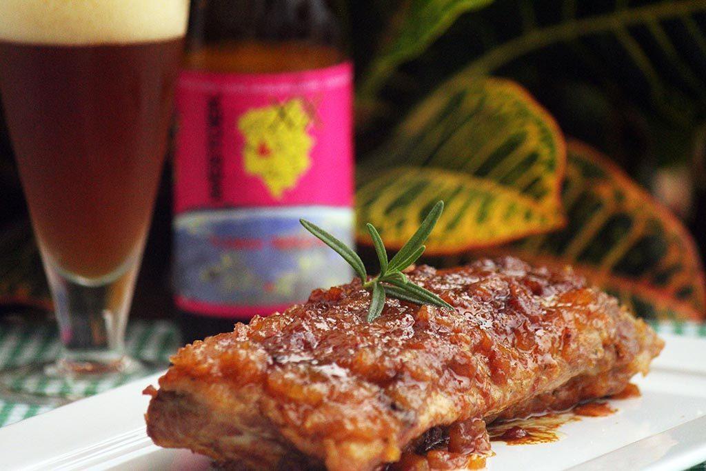 Costelinha de porco com chutney de maçã