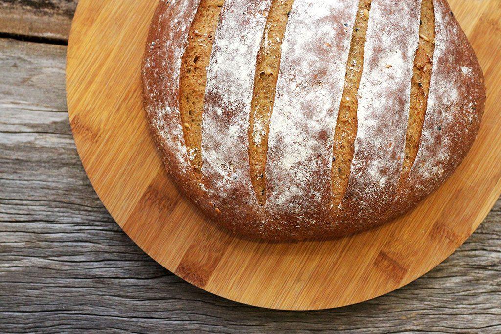 Pão integral de café e grãos