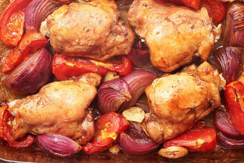Sobrecoxas de frango assadas - Frango Zás Trás do Jamie Oliver