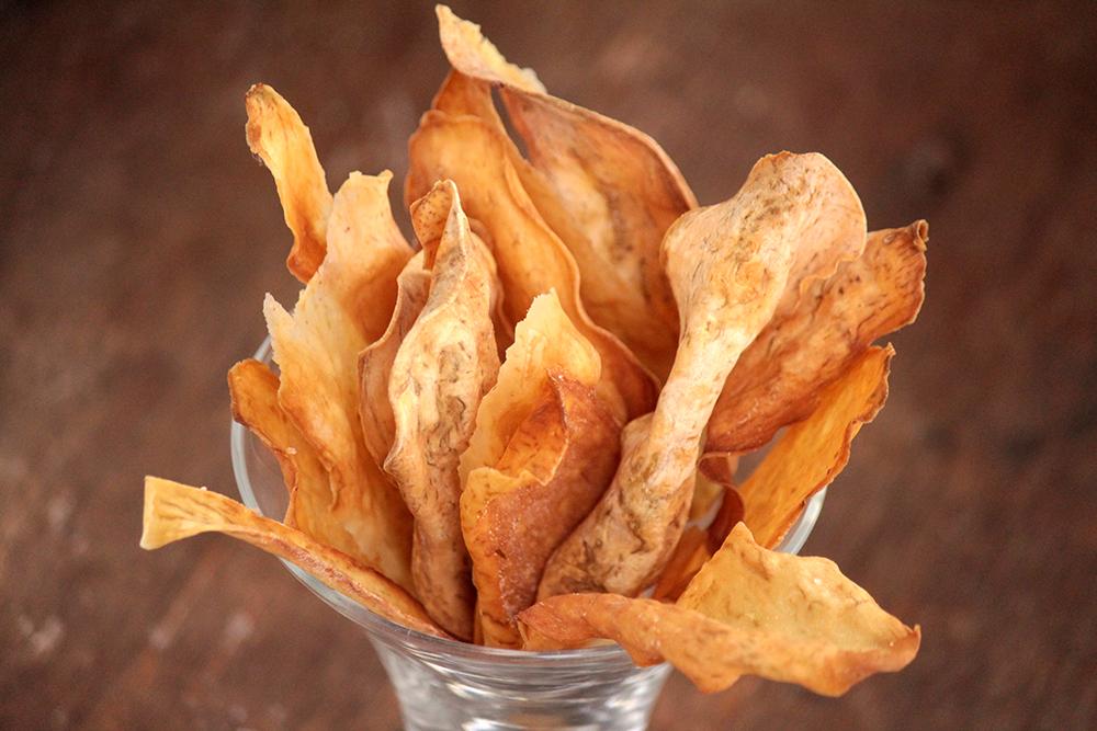 Como fazer chips de batata-doce assados crocantes
