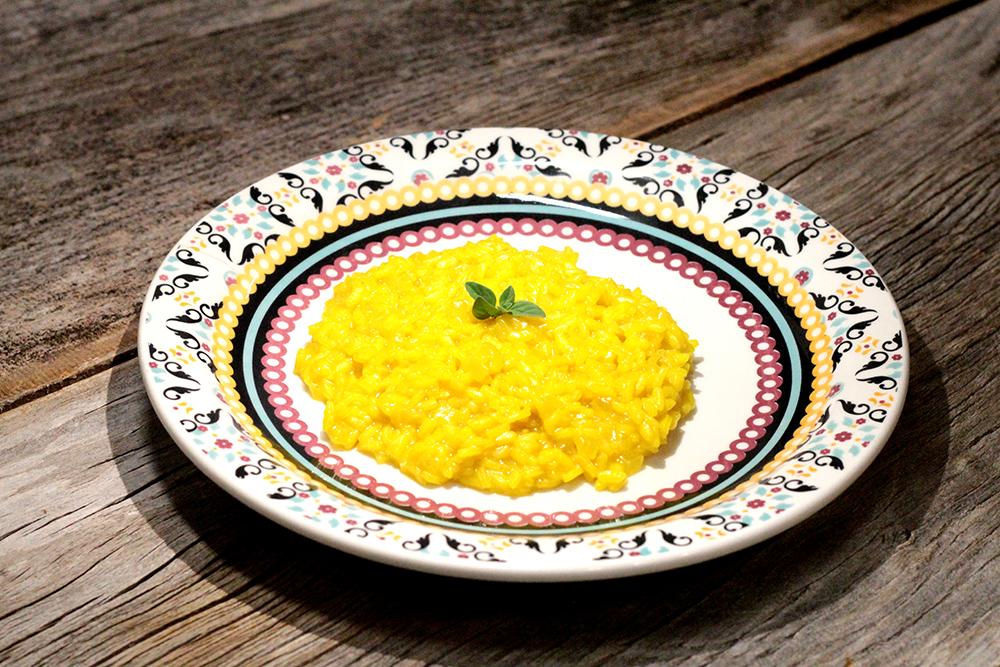 Receita de Risoto Milanês - Confira como preparar essa risoto delicioso feito com açafrão da terra. Esse risoto é fácil de fazer e no post você ainda vai encontrar dicas para preparar um risoto perfeito.