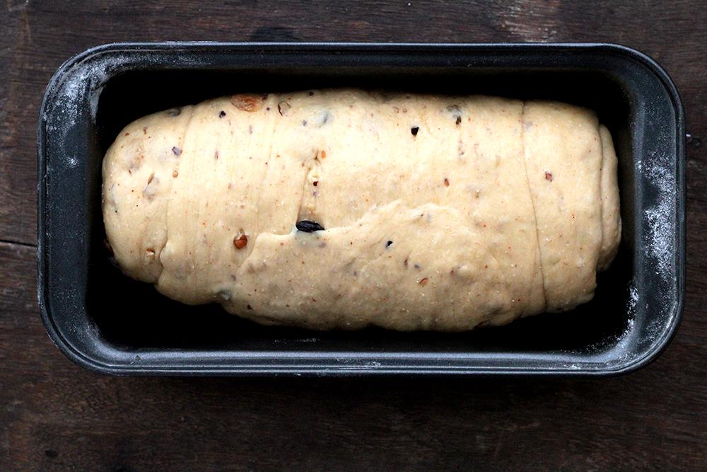Receita de pão com páprica, uvas-passas e nozes - Fácil de fazer, delicadamente picante e delicioso.