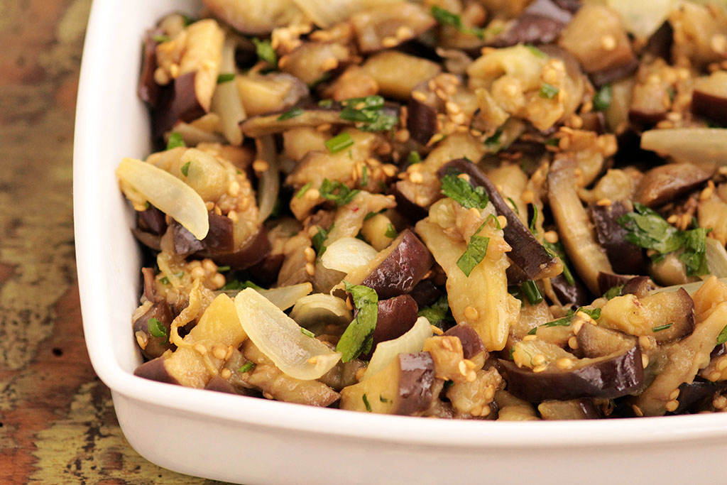 Salada morna de berinjela | Saudável