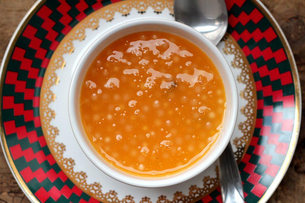 Sagu de laranja - O sagu é uma receita tradicional do Rio Grande do Sul que normalmente é feita com vinho, mas essa versão é feita com suco de laranja e é simplesmente deliciosa. Confira a receita dessa sobremesa gaúcha.