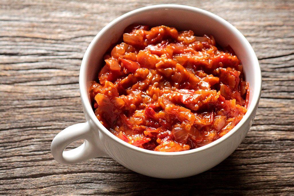 Chutney de tomate-cereja e gengibre - Confira essa deliciosa receita feita com tomate-cereja e sirva como entrada ou aperitivo. Receba com charme, acompanhe essa pasta de tomate com pães e queijos.