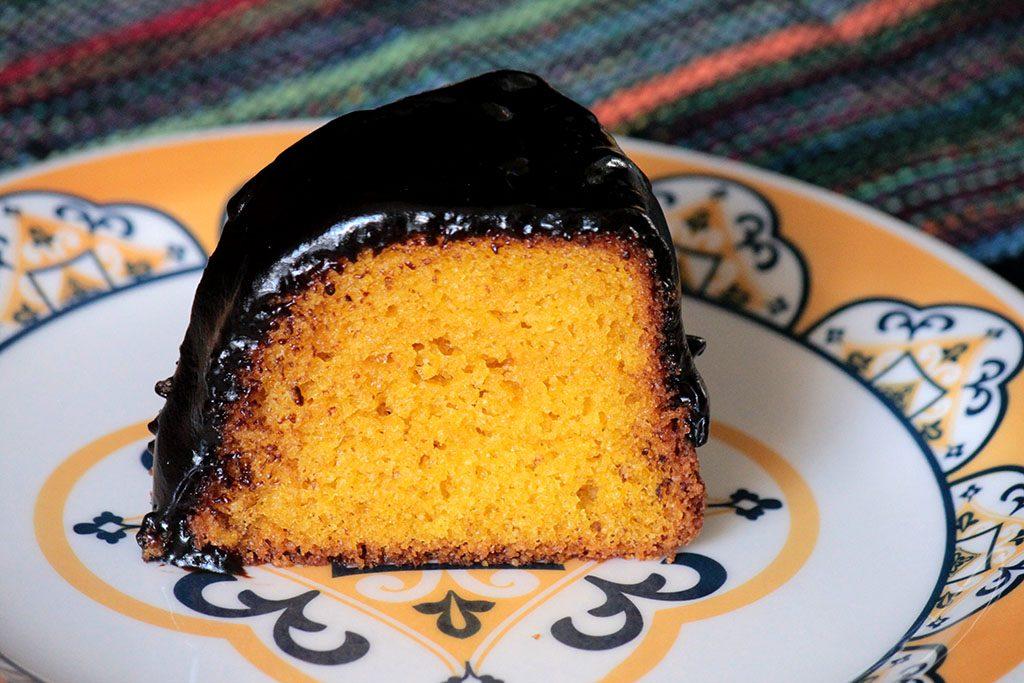 Bolo de cenoura sem glúten - Um bolo feito com farinha de arroz e polvilho simplesmente incrível. Prepare essa receita sem glúten e faça na sua casa. Receita fácil e deliciosa.