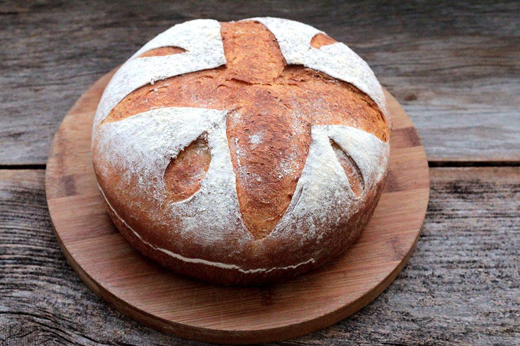 Faça essa deliciosa e nutritiva receita de pão integral de cenoura. O pão de cenoura é fácil de fazer e muito saudável. Veja a receita e faça pão caseiro.