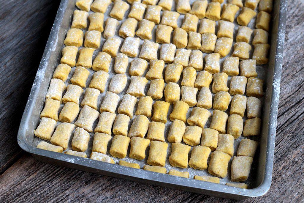 Nhoque de batata-doce com abóbora - Uma receita cheia cor e sabor para você fazer.