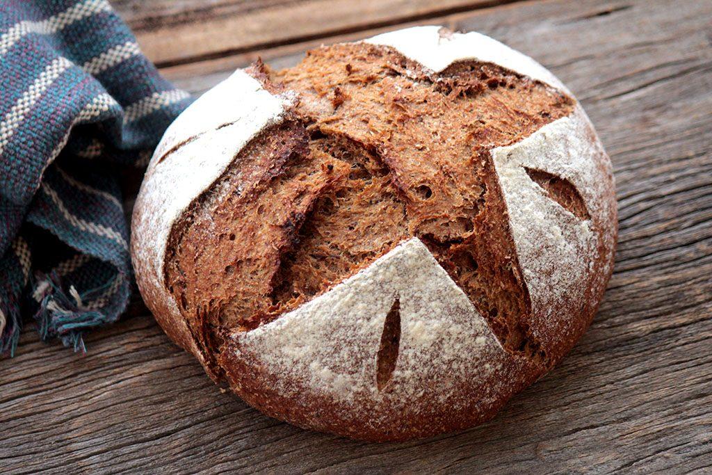 Pão integral de ameixa