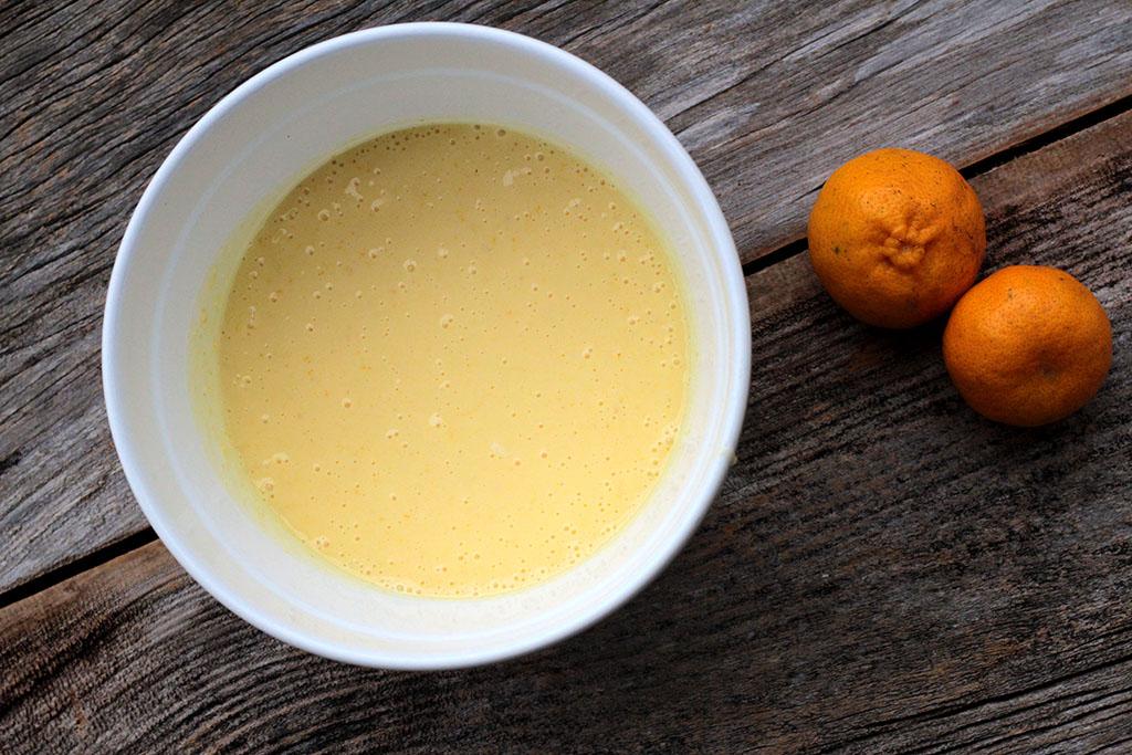 Bolo de bergamota com calda deliciosa