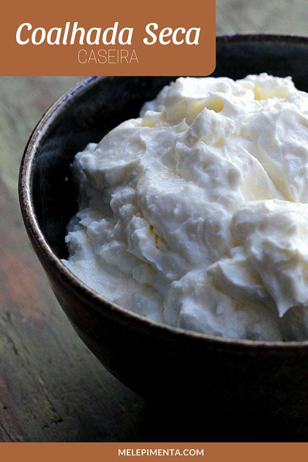 Receita de coalhada caseira - Confira todas as dicas para fazer coalhada na sua casa, ela é feita a partir do iogurte natural que tem o seu soro retirado. Faça esse queijo cremoso saudável, leve e simplesmente delicioso.
