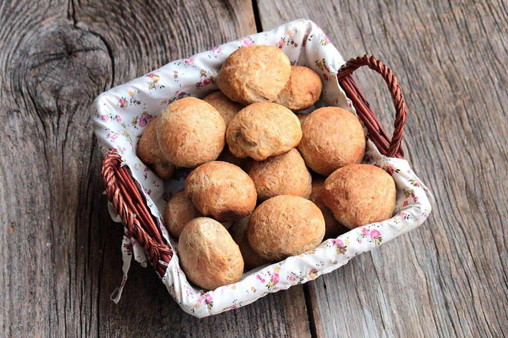 Pãezinhos integrais de leite & Manteiga com sálvia