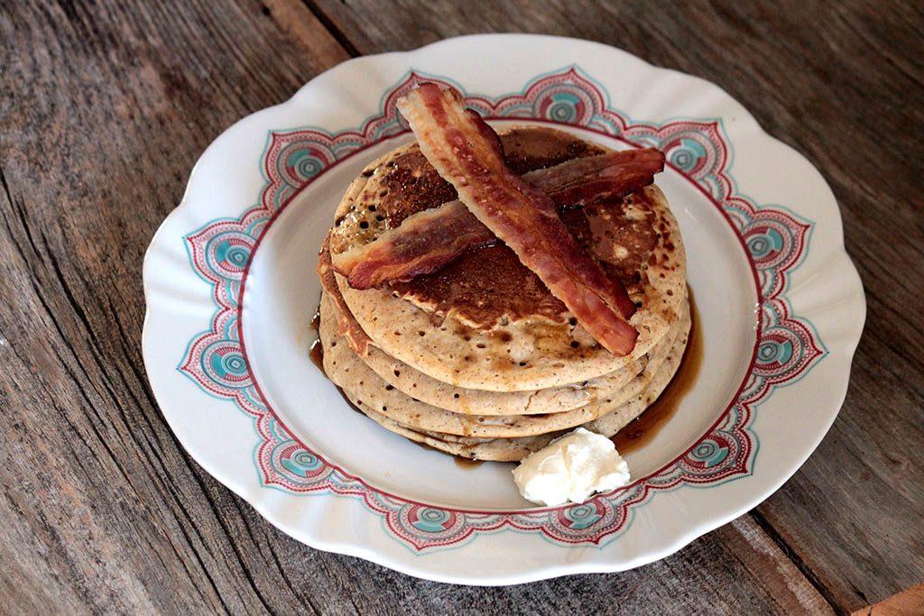 Panquecas americanas com melado e bacon