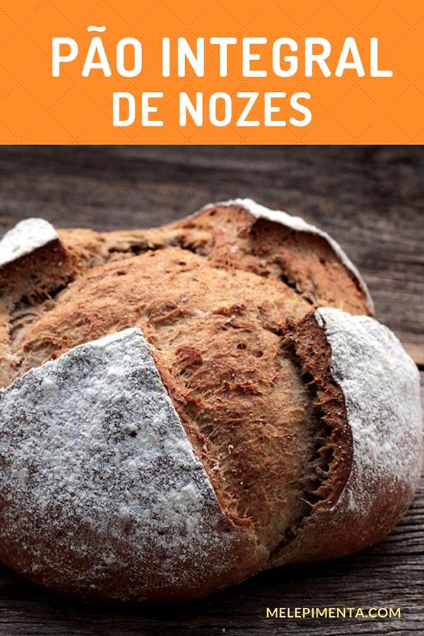 Pão integral de nozes, uma receita saudável, rica em fibras, com textura e muito sabor. Prepare esse pão caseiro delicioso na sua casa, perfeito para o café da manhã, para um lanche saudável e muito mais. Ele pode ser feito na máquina de fazer pão (MFP). Confira a receita e faça o pão caseiro integral com nozes.