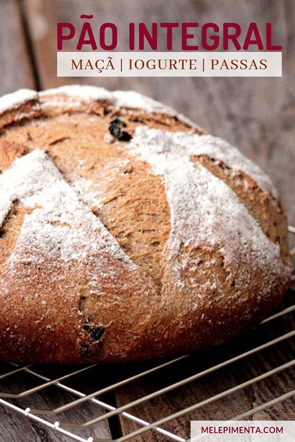 Pão integral de maçã com iogurte e passas - Receita de um pão 100% integral, feito com maçã, iogurte e passas de cranberries, uma receita muito saudável, macia, rica em fibras e simplesmente deliciosa. Confira a receita desse pão integral e fofinho.