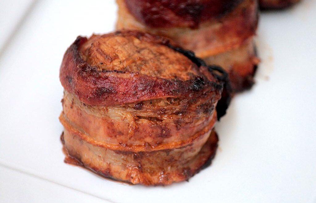 Filé mignon suíno envolto em bacon