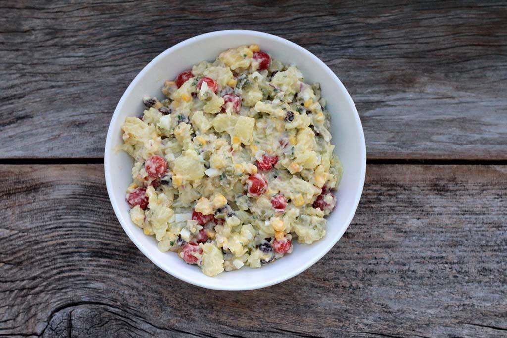 Salada de batatas com maionese festiva