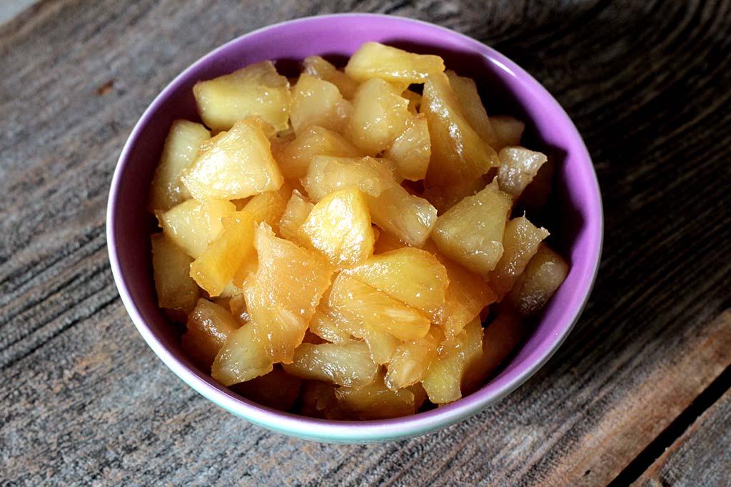 Torta gelada de abacaxi com coco