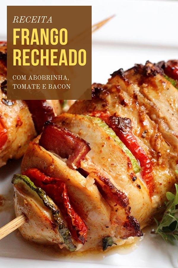 Peito de frango recheado com bacon, tomate e abobrinha - Receita de peito de frango delicioso, recheado com fatias de abobrinha, fatias de tomate e tiras de bacon. Essa receita é fácil de fazer, você pode fazer esse peito de frango fácil e suculento, ele pode ser feito no forno e também na airfryer.