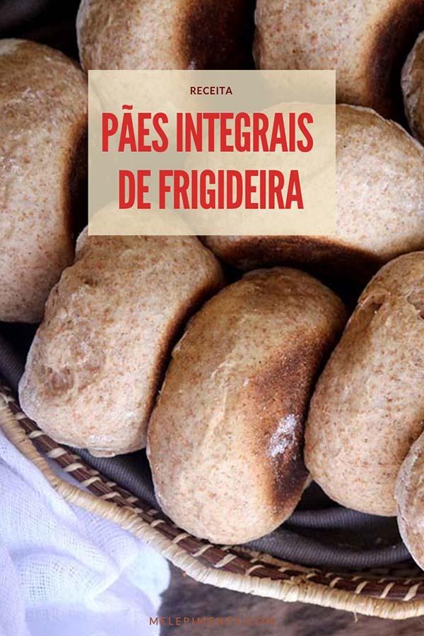 Receita de pãezinhos integrais feitos na frigideira, uma receita fácil, gostosa e saudável. Esses pães integrais são feitos normalmente, mas ao invés de levar ao forno eles são assados na frigideira e sem nada de gordura. Você usar essa técnica de assar com qualquer receita de pão. Confira as dicas e prepare essa receita para o café da manhã ou lanche, eles ficam perfeitos quando servidos quentinhos e com uma manteiga.