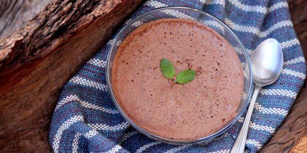 Sorvete de chocolate com aquafaba