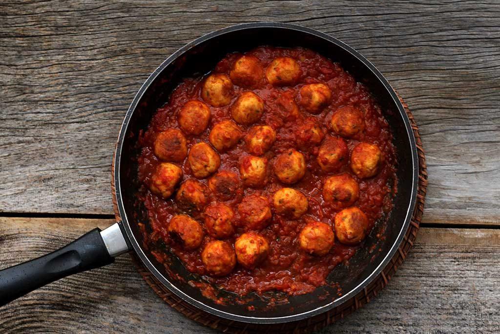 Almôndegas de frango ao molho de tomate