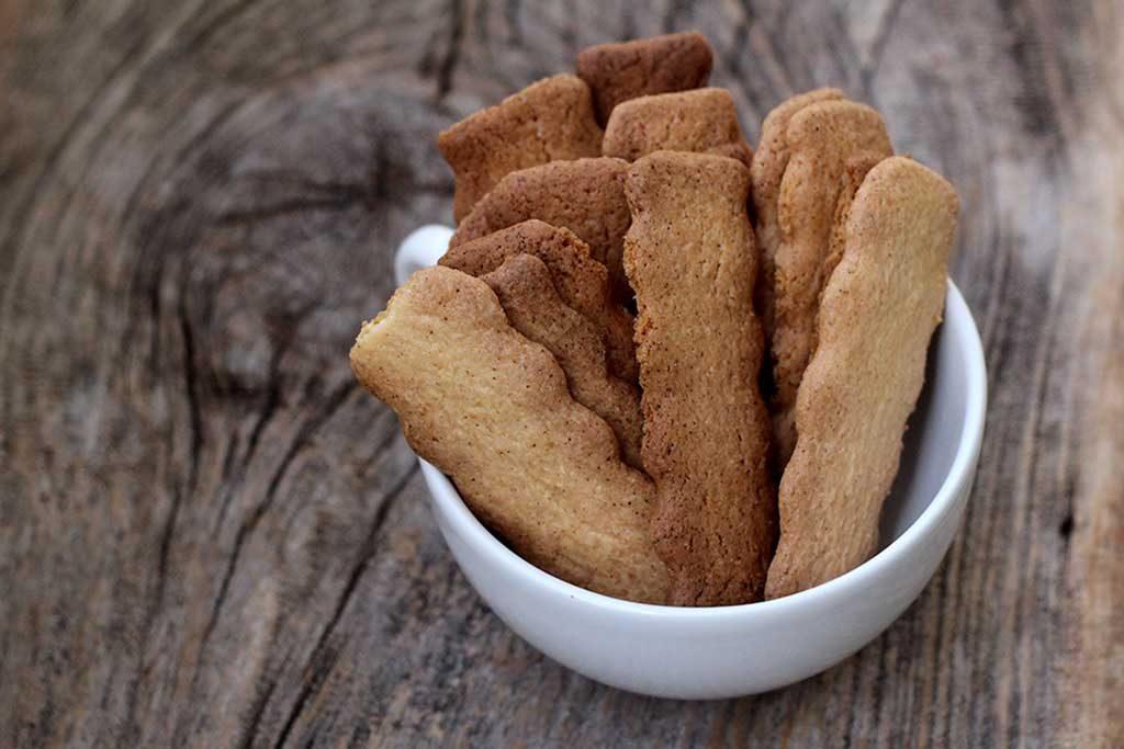 Biscoito de amido de milho fácil e crocante