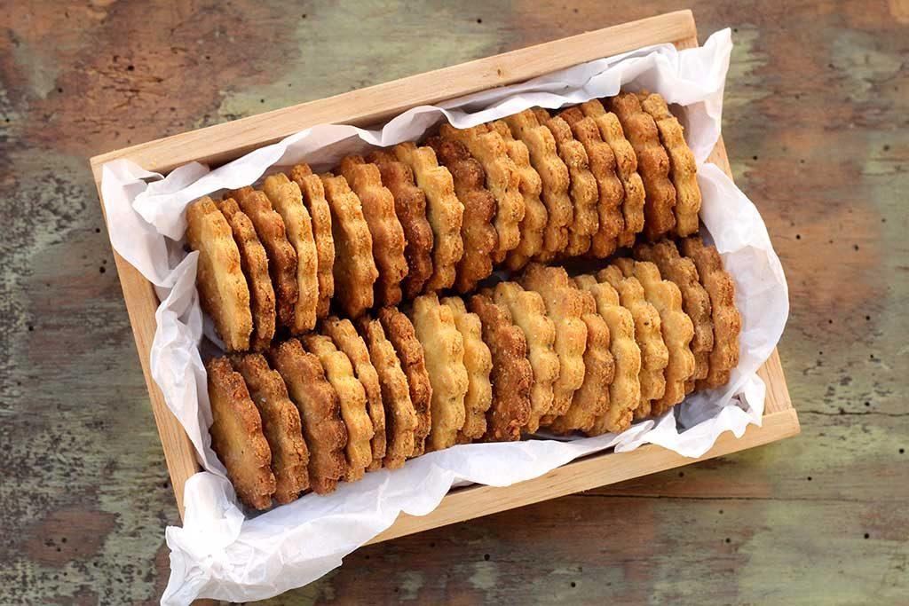 Receita fácil de biscoitos salgados de fubá com queijo e orégano