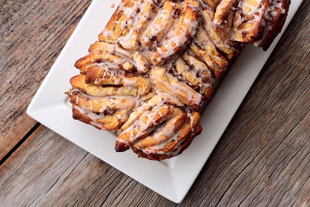Pão doce de maçã com canela e açúcar mascavo