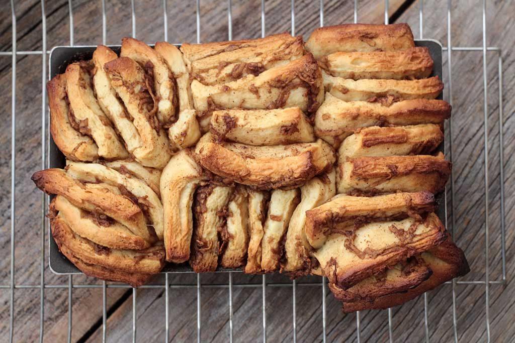 Receita deliciosa de pão doce de maçã com canela e açúcar mascavo