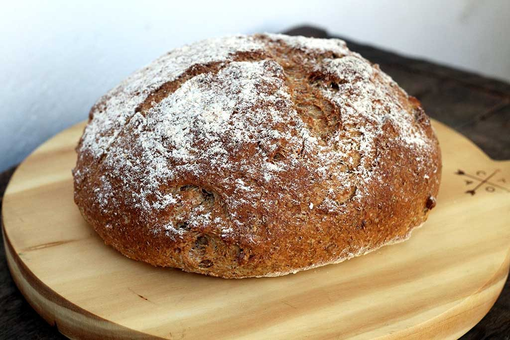 Pão integral de amêndoas com alecrim