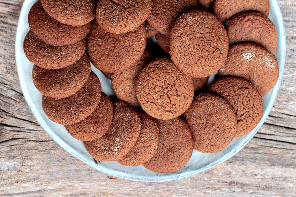 Biscoitos caseiros de chocolate e especiarias