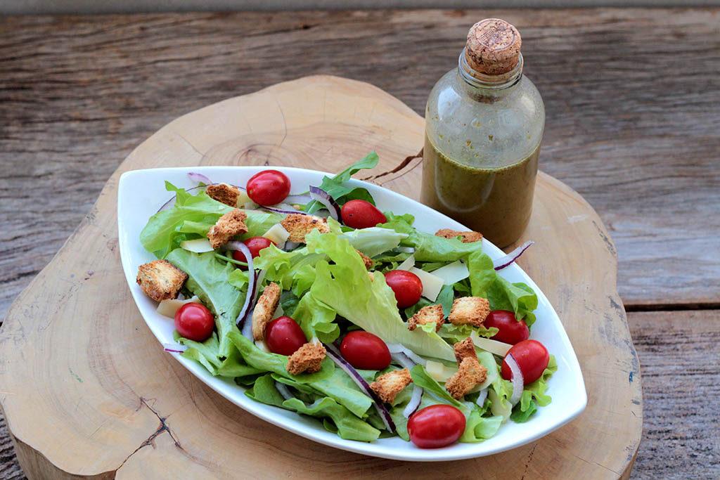 Salada colorida com molho italiano