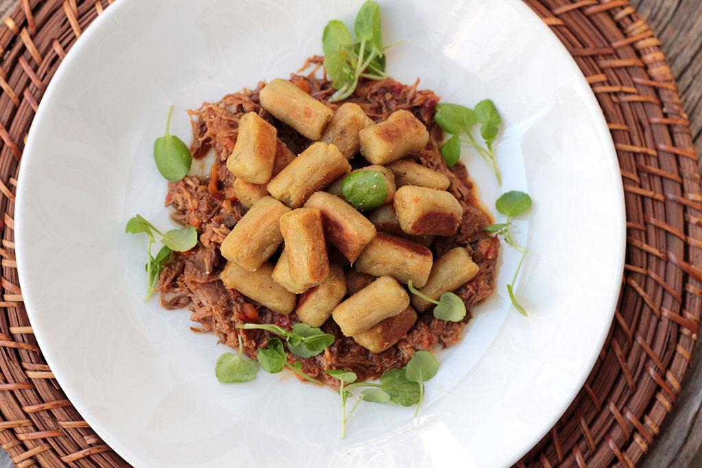 Nhoque de batata-doce com ragu de ossobuco