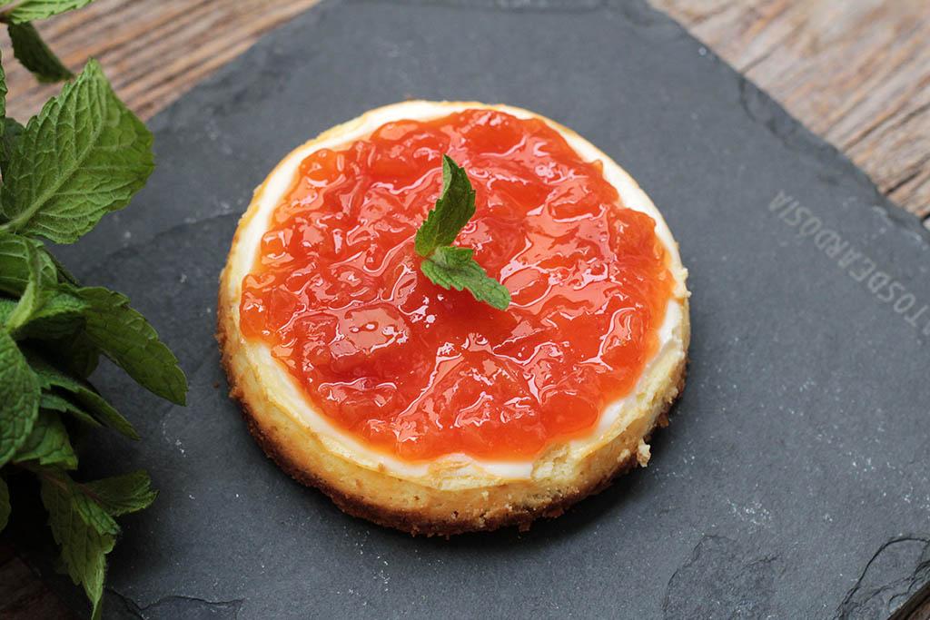 Cheesecake de ricota com iogurte e geleia de frutas