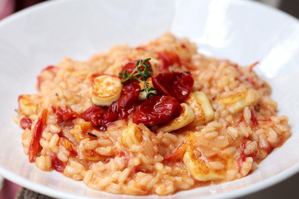 Risoto de tomate-cereja assado e queijo coalho