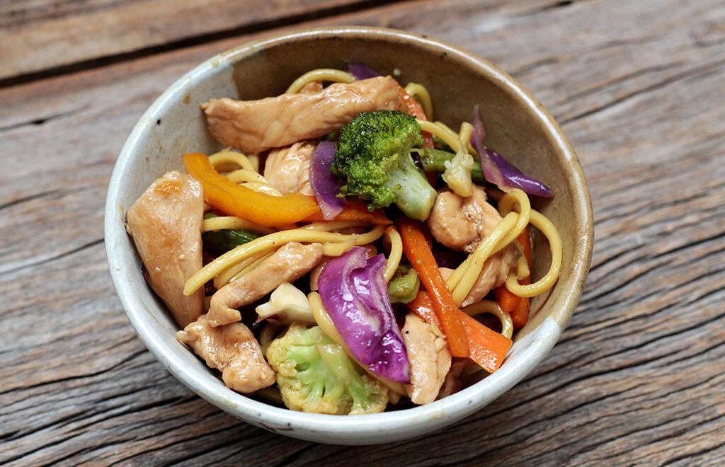 Yakisoba de frango com legumes – Tradicional