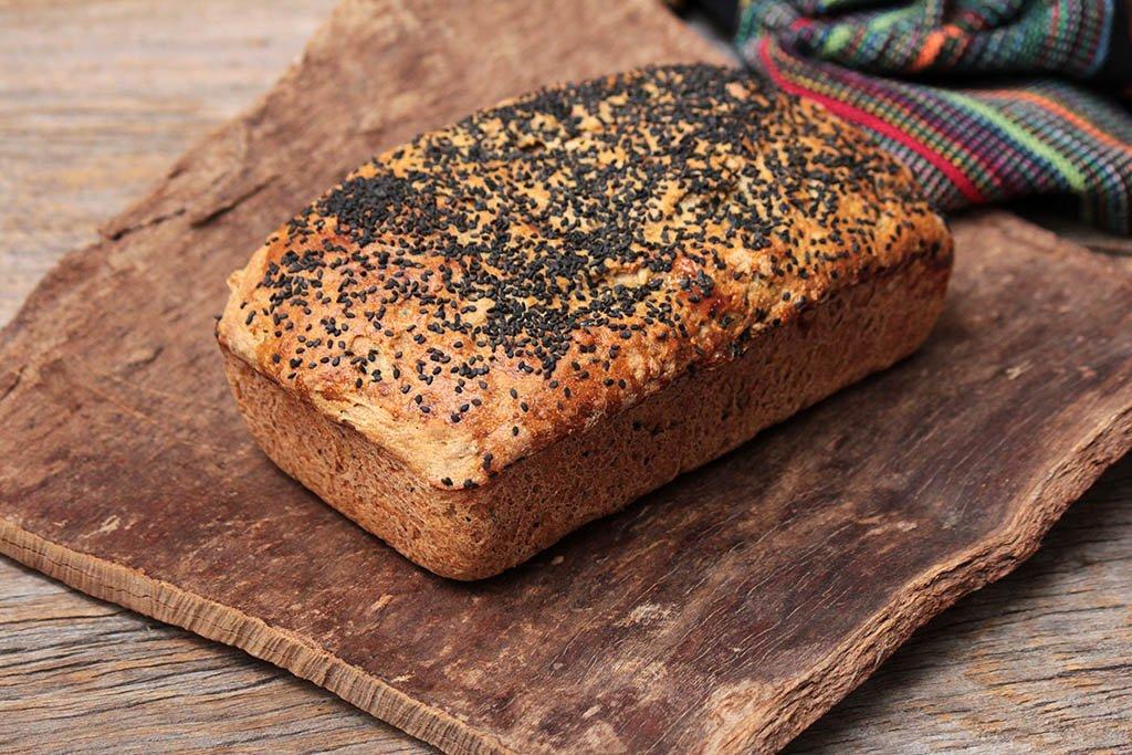 Pão integral de centeio com aveia e sementes