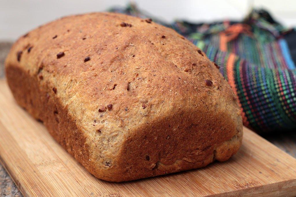 Pão caseiro de castanhas com nozes