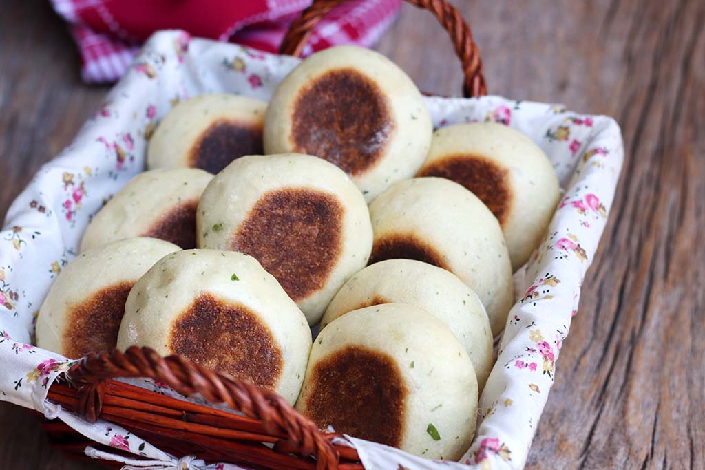 Pão de alho e ervas - Assado na frigideira