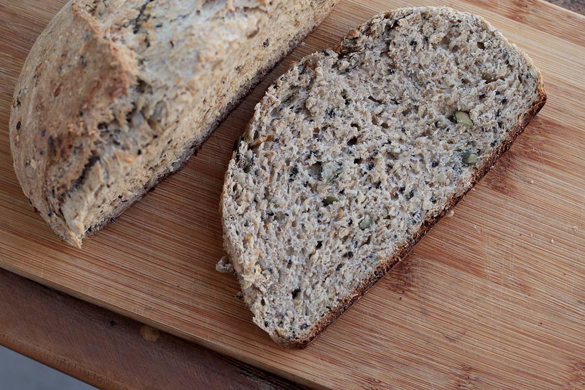 Como fazer pão multigrãos caseiro