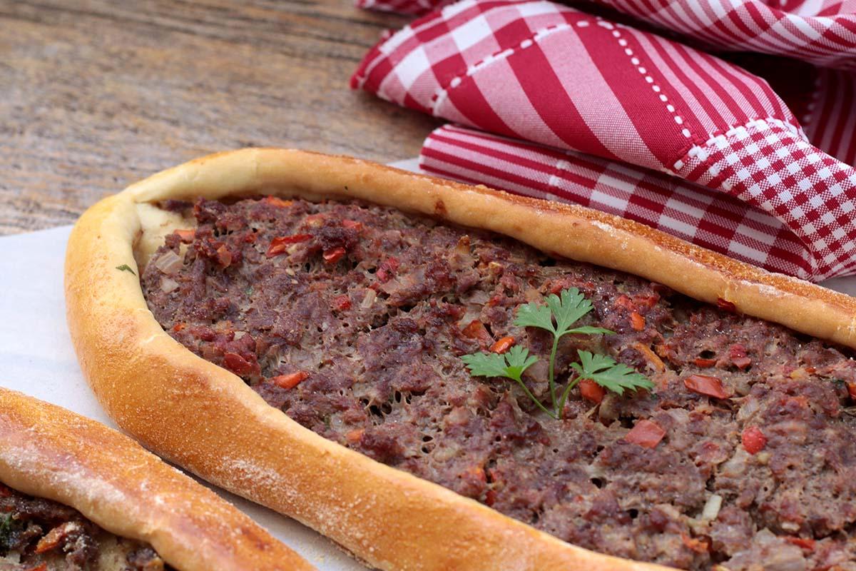 Pão turco recheado com carne | Pide Turco